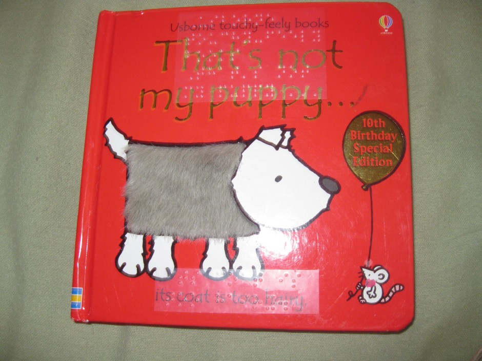 The front cover of a twin-vision edition of That's not my puppy . . .