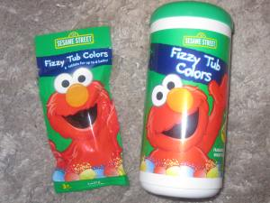 Photo of the two different packages Sesame Street Fizzy Tub Colors come in.